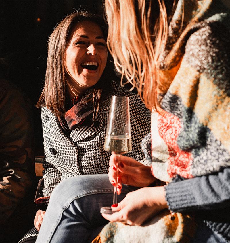 Dámy s vínem